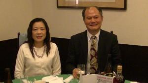 右:代表處橫濱分處處長粘信士及夫人黃惠英出席橫濱中華學院忘年會