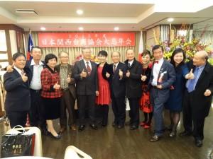 駐大阪辦事處處長蔡明耀伉儷與台商合影