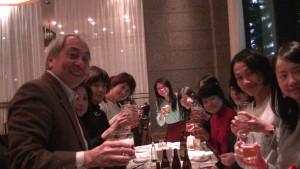 東京中華學校忘年會 左:劉劍城校長與老師們