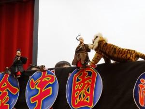 金宇園掌中戲團到僑校演出傳統布袋戲