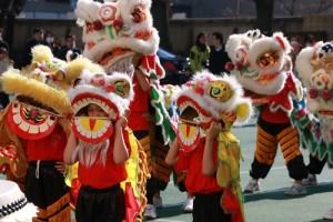 小朋友可愛的小獅表演,展現東京中華學校教育中華文化傳承的精神