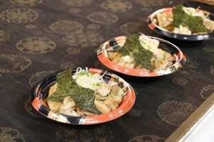 千葉拉麵飯可以先享受丼飯的美味,再添加拉麵湯頭,品嘗類似茶泡飯味道