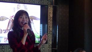山梨台灣國際交流會副會長吳愛鈴現場獻唱