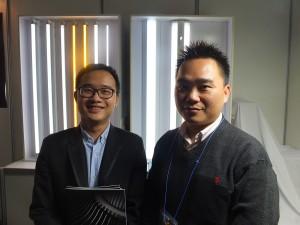 和正豐光電股份有限公司のPRを担当する陳威丰氏(右)と業務専員の陳柏仲氏(左)