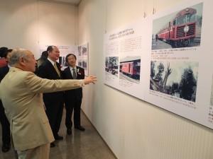 横浜における台湾関係者らが「台湾の鉄道展」を観賞した