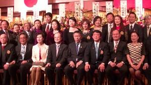 台北市長柯文哲與橫濱僑領代表處官員合照