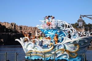 東京迪士尼海洋同樣在新年期間(至1月5日止)推出新年遊行