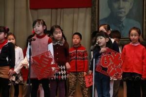 小一同學以歌謠表演新年吉祥話