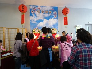 普東禪寺提供會場讓僑胞點燈祈福