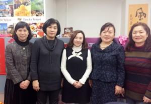 4千葉台灣商會會長濱田裕子(右2)於1月25日率領人員拜會日本台灣教育中心