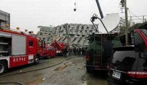 台灣紅十字會人員第一時間抵達倒塌現場救援(照片提供:紅十字會)
