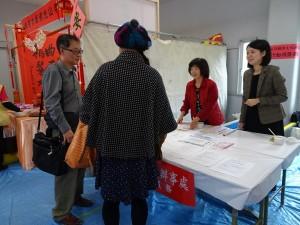 駐大阪辦事處會場設置『領務及移民事務行動服務』為僑民服務