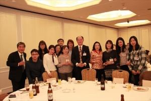 駐橫濱辦事處處長粘信士伉儷在現場與靜岡僑會及留學生交流