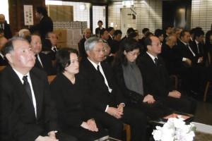 告別式上 代表處與僑界人士致哀