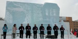 札幌雪まつりに展示された台湾「女王頭(クイーンズヘッド)・平渓派出所」をテーマにした高さ10m、幅18mの大氷像