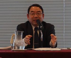 平成国際大学法学部長の浅野和夫氏