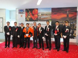 友好鉄道協定締結1周年を記念し、台湾観光パネル展示の除幕式が行われた