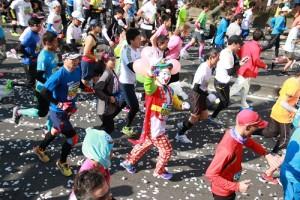 跑者們發揮創意裝扮
