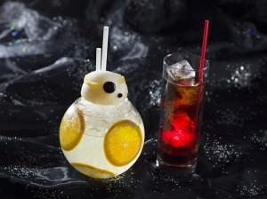 迪士尼大使大飯店推出星戰迷也興奮的造型飲品(©Disney ©& TM Lucasfilm Ltd.)