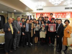大阪台灣同鄉會青年會成員與張處長伉儷、來賓合影