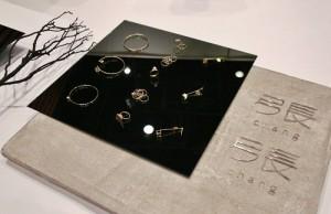 首度到日本參展的飾品品牌「張張」,以簡約的立體線條設計打造適合女性配戴的飾品
