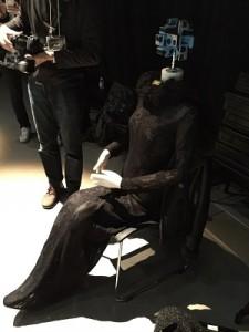 古又文在秀場邊放置攝影機拍攝360度3D虛擬影片