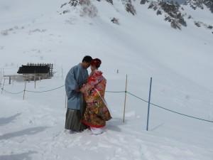 新人在雪景中取景