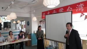 右:千葉台商會幹事長高木道文說明集集山蕉展售活動