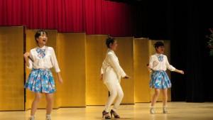 客家姊妹花跟陳琳力老師表演客家流行歌曲