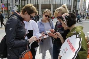 業者選在淺草文化觀光中心前向訪日外客介紹「LIVE JAPAN」服務(照片提供:株式會社GURUNAVI)