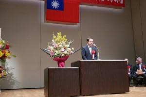橫濱中華學院校長馮彥國致詞鼓勵新生