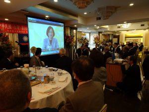 全場觀看新總統蔡英文對海外僑胞的談話影片