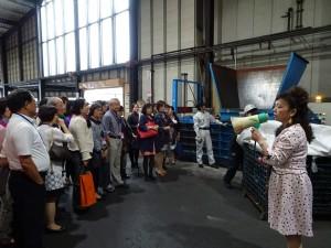 名譽會長謝美香說明場內各項資源回收