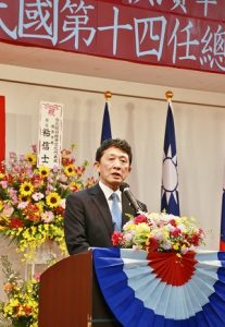 橫濱華僑總會會長羅鴻健致詞表示3度政黨輪替,顯示中華民國是自由民主國家