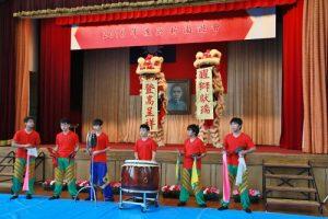 東京中華學校舞獅隊以精湛的演出歡迎新生加入學校