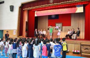 小學3年級在校代表分別用中日文,致詞歡迎小1新生和轉學生