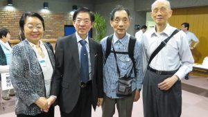 台灣僑胞來幫〈左2〉:周醫師打氣