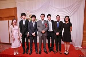 與會的台灣留學生代表特別和眾議員岸信夫(右4)合影留念