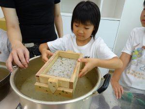 小朋友動手學習自製手抄紙