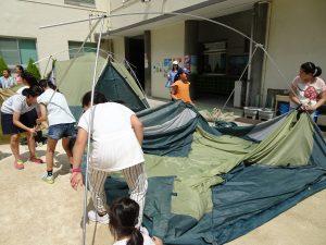 同心協力搭帳篷