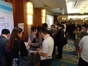 發表會後、日本廠商踴躍詢問、交換名片