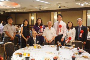 林市長(右3)が同会に参加するきっかけは一青妙さん(左2)の紹介がきっかけだった