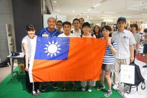 台湾人ファンは、台湾の国旗をもって駆けつけた