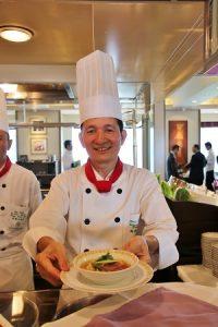 擔任國宴主廚的高鋼輝推薦清爽的清燉涮牛肉麵