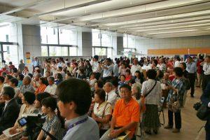 會場聚集許多民眾搶著品嘗台灣美食