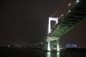 搭乘東京灣納涼船經過彩虹大橋,欣賞不一樣的東京景色