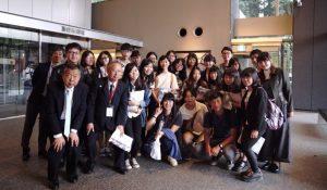 逢甲大學商學院行銷學系師生造訪產經新聞社