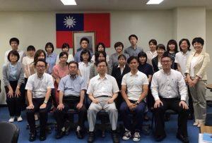 教育組長林世英(前排右3)與台灣獎學金和教育部華語文獎學金受獎生合影