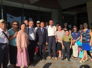 來自台灣雲林的鄉親與駐日代表謝長廷合影