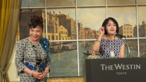 右起 日本國際媽祖會會長曾鳳蘭呼籲日本台商為謝美香拉票